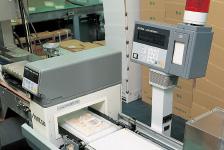 異物混入を調べる金属探知機